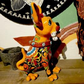 Chiwawa i handmålad keramik.